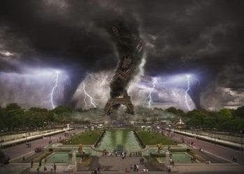 Scena fantasiosa di un clima estremo su Parigi.