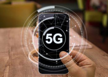 5G mobile phone, Credits iStockPhoto