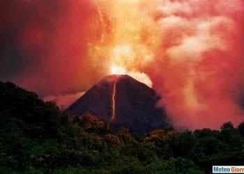 Eruzione vulcanica, fonte IstockPhoto.