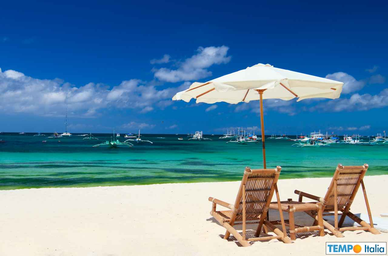 Finalmente, molti italiani potranno godere relax e aria aperta, il mare. Credit foto AdobeStock.