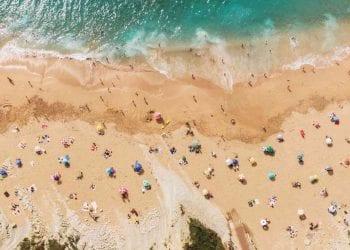 In spiaggia col distanziamento sociale, Credits iStockPhoto