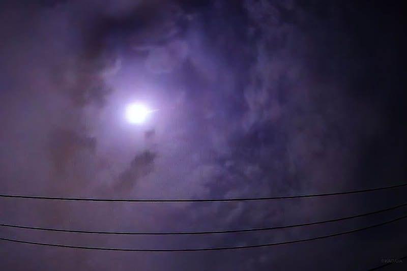 Palla di fuoco esplode nel cielo sopra Tokyo, boato assordan