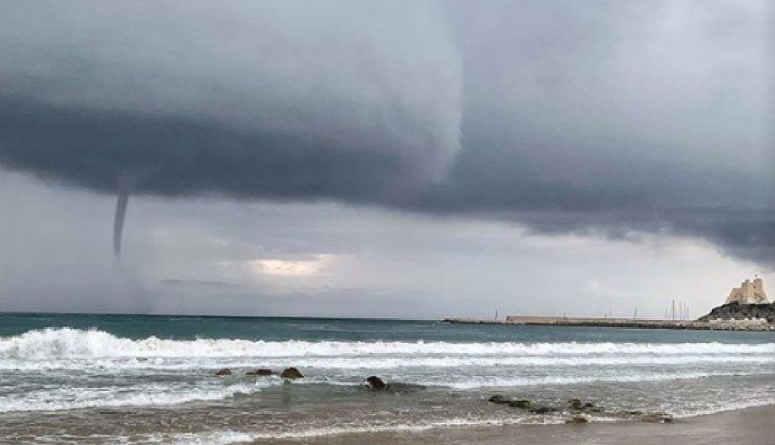 TORNADO devasta stabilimento balneare: il VIDEO è impression