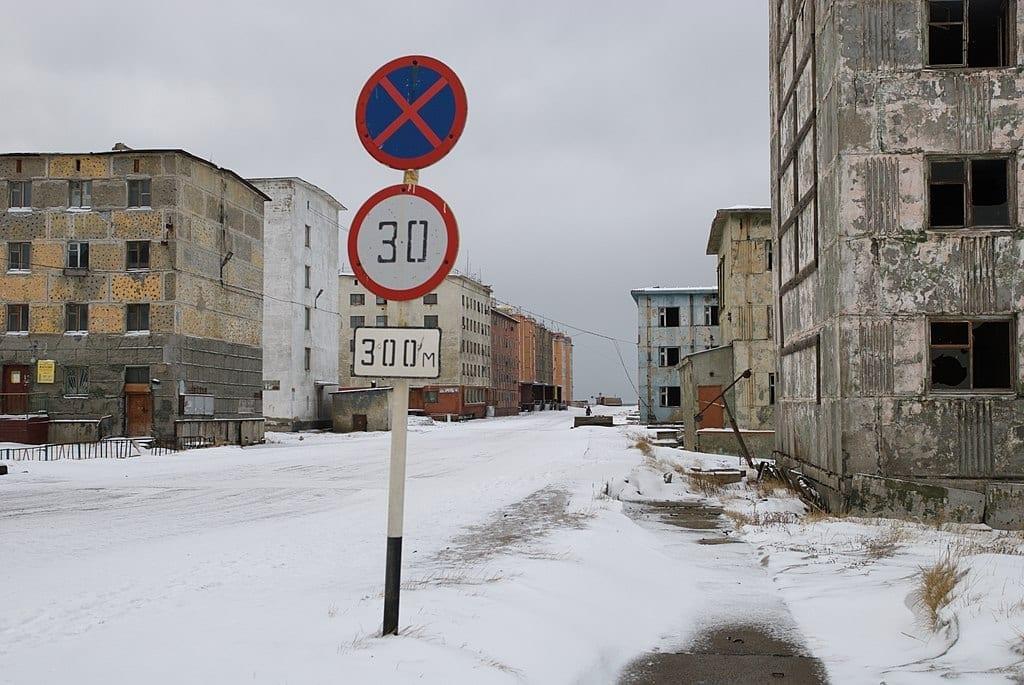 Meteo d'Estate sotto la neve sulle coste della Siberia