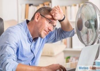 Caldo eccessivo, specie per chi lavora da casa e non ha un climatizzatore. Credit foto iStock.