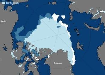 La mappa sopra confronta il minimo del ghiaccio marino artico del 2012, raggiunto il 17 settembre, con il minimo del ghiaccio marino artico del 2020, raggiunto il 15 settembre. mostra la copertura di ghiaccio unica per il 2012 e per il 2020, rispettivamente.