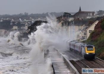 Venti di tempesta generano onde altissime. Credit foto iStock