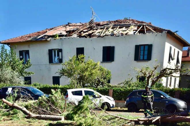 TORNADO su ROSIGNANO, i danni del giorno dopo: VIDEO dall'alto