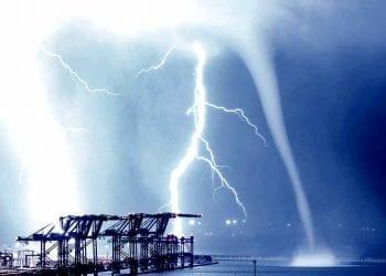 Fulmini e tromba marina nella notte tra domenica e lunedì sul Porto di Pra'-Voltri Credits: Christophe Suarez