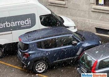 Neve a Milano centro, ore 9:30.
