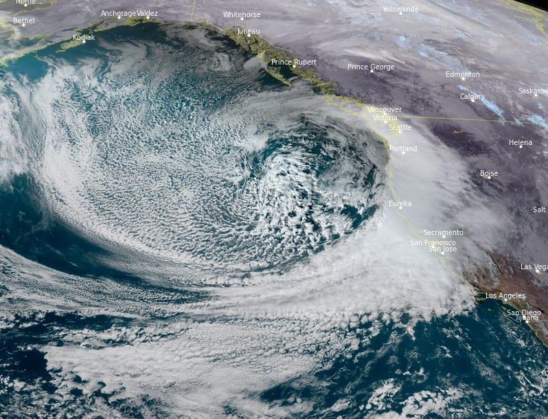 Esagerata Tempesta in California, 1 milione. Blizzard di Neve. Alluvioni con valanghe di fango