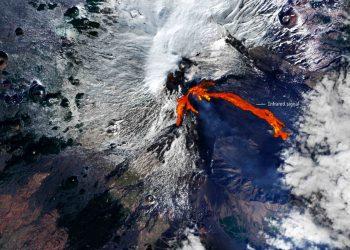 La straordinaria immagine delle colati laviche, vista dal Satellite Sentinel