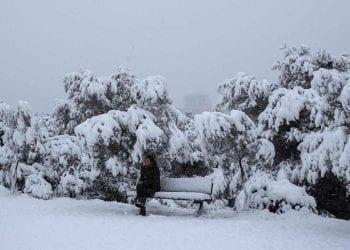 Alcune zone di Atene periferia sommerse dalla neve