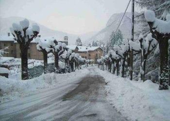 La tanta neve accumulata presso Bisuschio, nel varesotto, una tra le zone più colpite dall'evento nevoso del 24/25 febbraio 2013. Fonte Forum Meteo Giornale