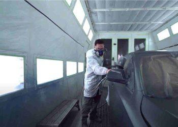 L'attività di levabolli si occupa di riparare le auto danneggiate dalla grandine.