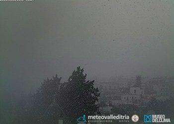 Neve a quote basse per il periodo in Puglia il 7 aprile 2015. L'immagine della bufera ad Alberobello. Fonte webcam meteovalleditria.it