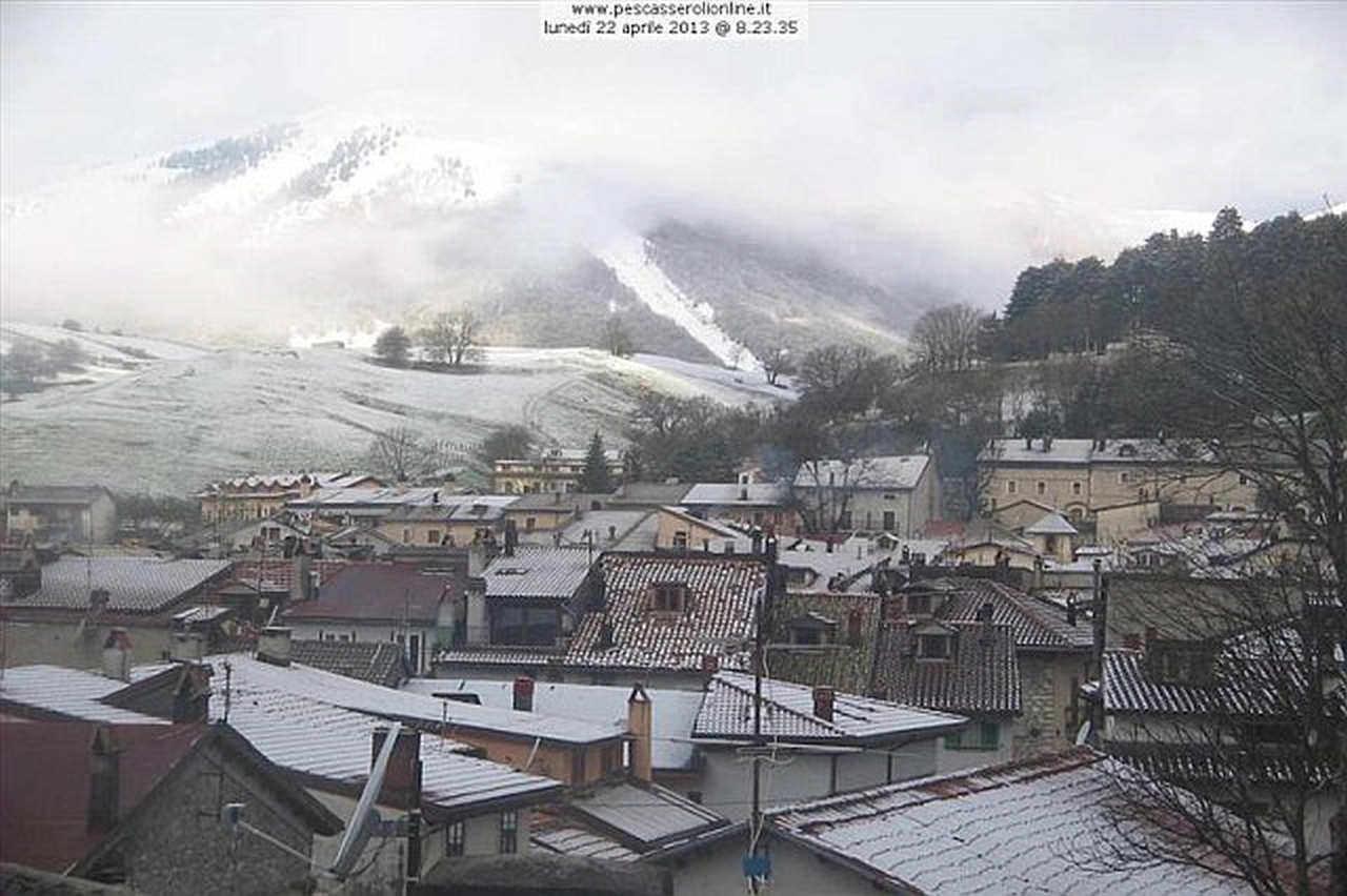 22 aprile 2013: così si presentava Pescasseroli, circa 1100 metri d'altezza, nell'entroterra abruzzese in provincia dell'Aquila. Fonte webcam www.pescasserolionline.it/