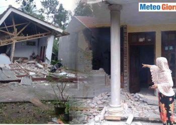 Danni causati dal terremoto che si è avuto a Giava il 10 aprile.
