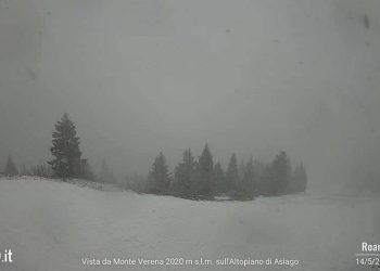 Neve nelle Alpi sopra Asiago, in Veneto.