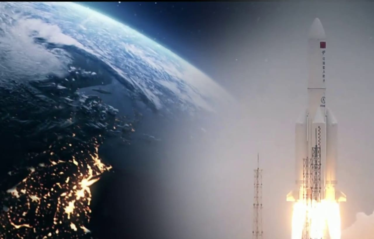 Paura per il razzo che si appresta a impattare l'atmosfera terrestre