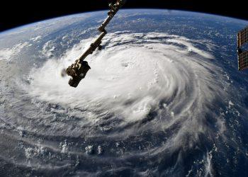 uragano visto da stazione orbitale