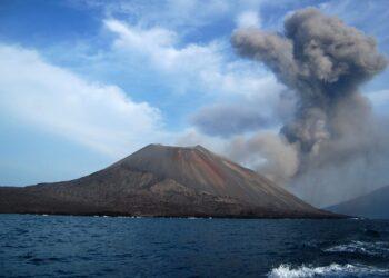 iStock 625433996 350x250 - Esplosione di un vulcano di fango nel Mar Caspio, Azerbaigian
