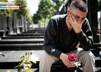 giovane in lutto per la perdita di un suo caro per covid 350x250 - Coronavirus: la diffusione del virus è influenzata dal clima