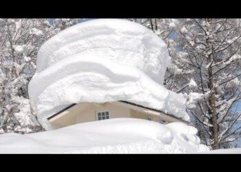 altre tempeste in giappone metri e metri di neve video meteo 350x250 - Islanda, tremende tempeste di neve. Un metro e mezzo di neve. Video meteo