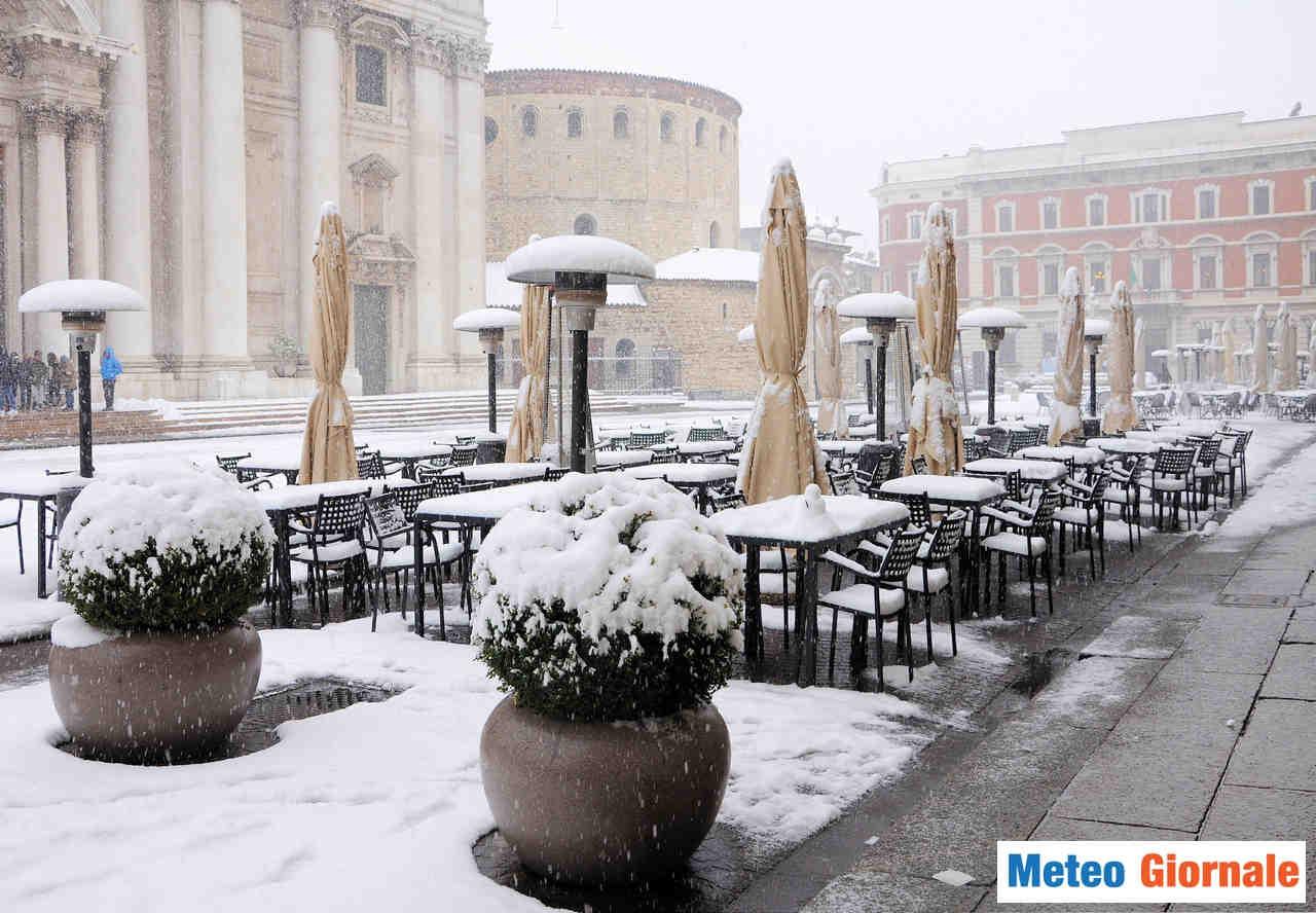 meteo giornale 00321 - Val Padana sotto bufera di neve in pieno aprile. Il ripertesi di un evento meteo