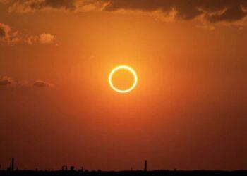Immagine di eclissi anulare di sole