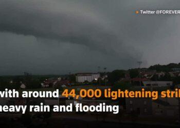 francia tempeste elettriche gran 350x250 - Grandine devasta il tetto di un Centro Commerciale a Milano