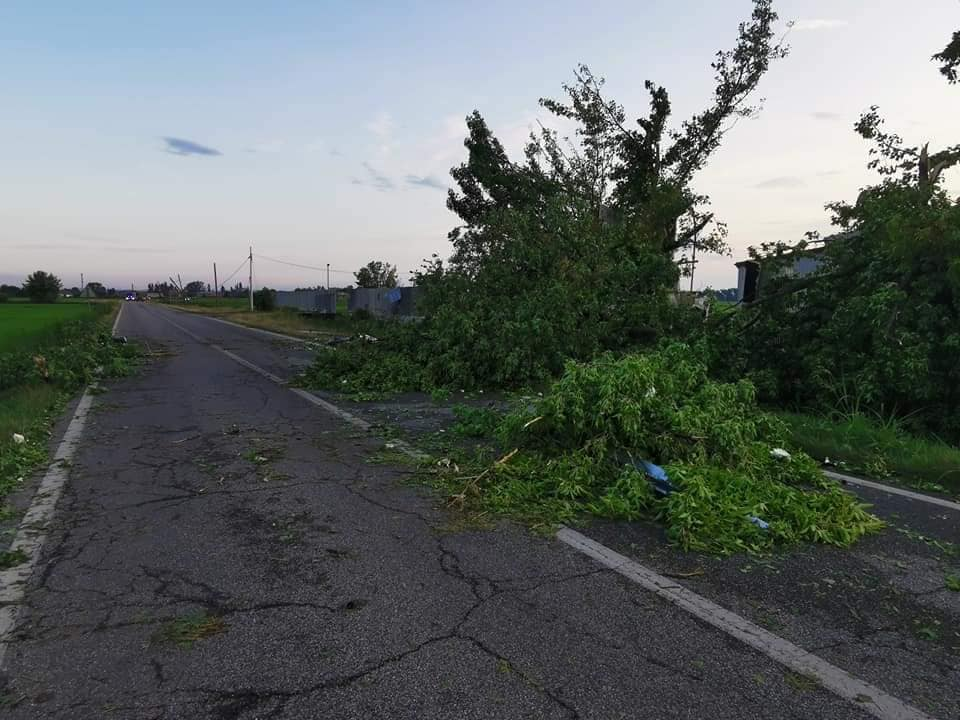 214194467 3034194963481073 3101681078081808301 n - Meteo Piemonte e Lombardia: ingenti danni per temporali di forte intensità. Grandine e vento devastano anche edifici