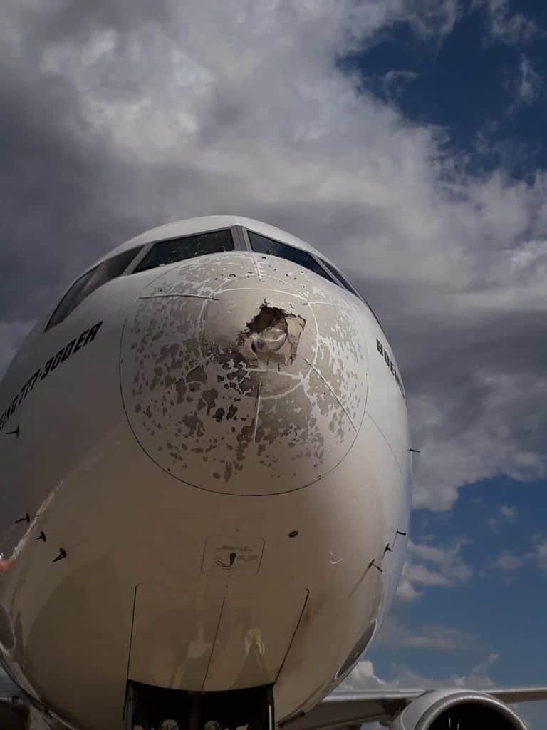 216779982 1214482725685446 4938908400470971020 n - Malpensa, aereo seriamente danneggiato da una grandinata tra Lombardia e Piemonte