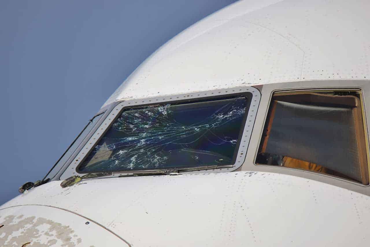 E6Ma7BGXMA0Tdfe - Malpensa, aereo seriamente danneggiato da una grandinata tra Lombardia e Piemonte